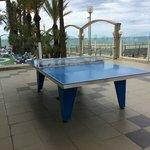 теннисный стол на территории