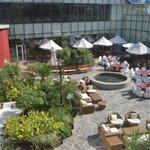 Jardim e esplanada no Hotel Convenções Talatona-Luanda