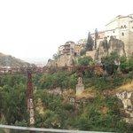 Vista desde el Parador del Puente de San Pablo y de las casas colgadas.
