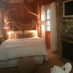 Romantic Hideaway Cottage Room