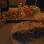 Entrecot+fritas+salada mista+Patrícia litro