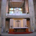 El altar y el camarín de la Vírgen.