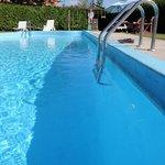 Cool down by the pool!  Rafraîchissez-vous au bord de la piscine!