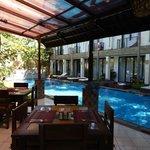 piscine vue depuis de restaurant