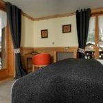 Chambre supérieure avec douche et balcon, vue Mont-Blanc