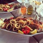 Ассорти: осьминог, сибас, креветки, Омар, кальмар