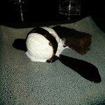 Brownie de chocolate templado con jengibre confitado