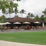 ホテルのレストラン「ビーチツリーバー&グリル」