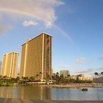 Rainbow-Tower mit Lagune im Vordergrund