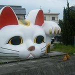 ジャンボ招き猫がお出迎え