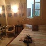 Mijn kamer, met raam naar de binnenplaats.