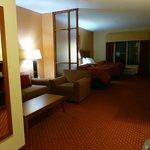 Photo de Comfort Suites Near Cedar Creek Lake