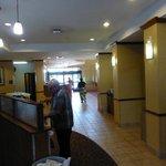 Blick vom Frühstück in die Lobby