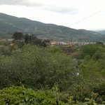 vista del pueblo desde los jardines.