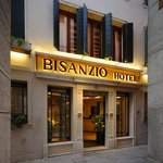 Hotel Bisanzio entrance