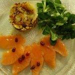 Hausgebeizter Lachs mit Ingwer und Ananas