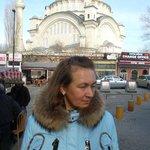 наташа на фоне мечети наследника