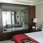 Blick vom Schlafzimmer zum Bad