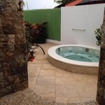 our private Jacuzzi next to the noisy neighbors