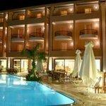 Photo de Flisvos Royal Hotel