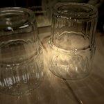 unsaubere Zahnputz-Gläser
