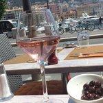 Terrasse au soleil,  apéro rosé