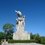 Памятник оленя который повернул голову