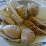 Wunderbare frisch gebackene Brotsorten!