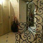 entrée de la salle à manger, très jolie porte en fer forgé