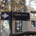 A rua principal do hotel (que fica numa esquina)
