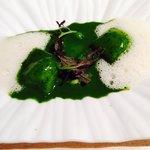 Ravioli con espuma de queso payoyo y plancton