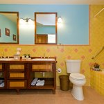 Premium Suite Quad bathroom