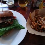 Cheese'n'smoke burger with fries with vinegar!