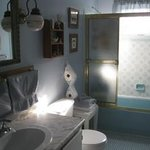 Sunrise Room ensuite bathroom.