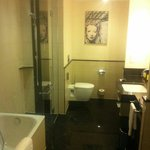 Suite ' s bathroom