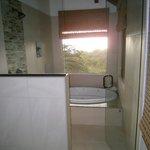 Gorgeous bathroom, gorgeous view