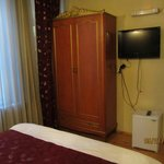 Room 101: Armoire, TV