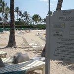 ホテル前のビーチです。