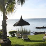 les jardins et la plage de l'hotel