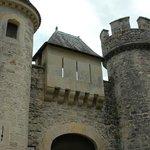 L'entrée du château de Cénevieres