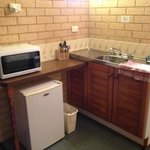 kitchenette w/microwave and fridge
