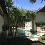 pool mit angebundenen villas