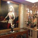 Старинные картины и антикварная мебель