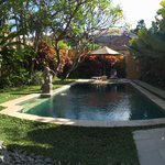 Villa 4 pool