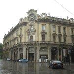 Красивое здание на площади Сольферино