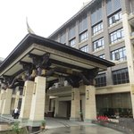 Tongquetai New Century Grand Hotel's entrance porch