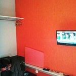 télé et table murale