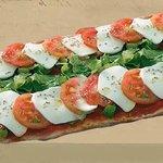 Pizza Pala Caprese