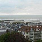 Vue de la maison sur Deauville, Trouville et la mer..