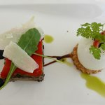 Pressé de légumes confits, sablé au parmesan , oeuf poché aux olives